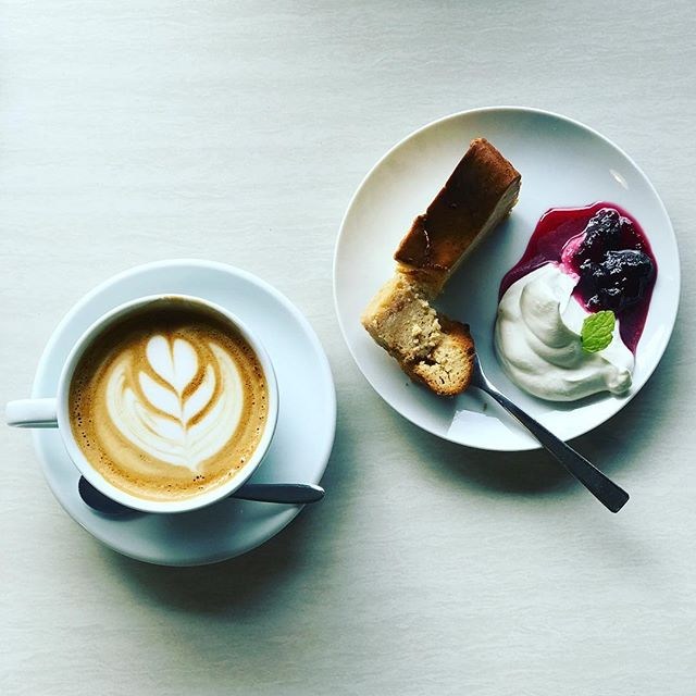 good morning!! 本日の#coffeetime にキャラメルチーズケーキはいかがですか(^^)?#cappuccino との相性抜群です!! #elskaheartcoffee - from Instagram