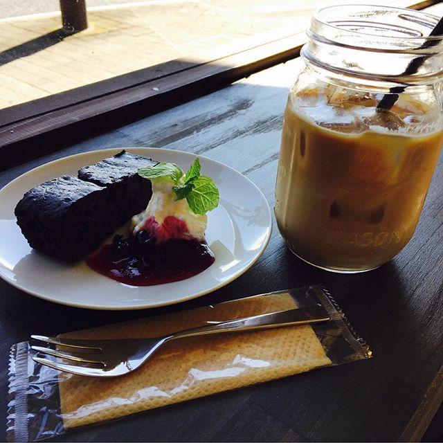 good morning!! 本日は日が照っていい気持ちですね!濃厚なチョコブラウニー[デビルチョコ]美味しいです☆本日もお待ちしております(^^) #coffee #latte #coffeetime - from Instagram