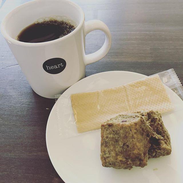 Hi!! 新作スコーン焼きあがりました!今回は抹茶小豆!フワサクな食感がコーヒーとの相性抜群です!ぜひ!#elskaheartcoffee #heartcoffeeroasters #coffee - from Instagram