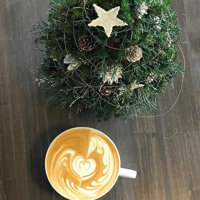 HELLO!本日は生憎の雨模様で寒いですねほっと一息#coffee 飲んでホッとしませんか?Elskaでお待ちしております^ ^#elskaheartcoffee #heartcoffeeroasters - from Instagram