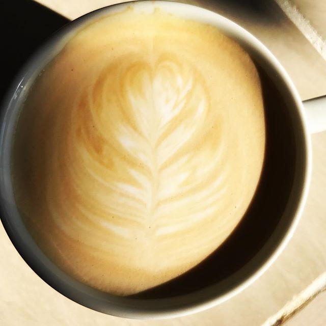 HELLO!本日は過ごしやすい天気ですね!甘めなwhite mochaもご用意しておりますので是非️! #elskaheartcoffee - from Instagram