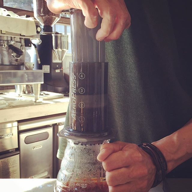 HelloElskaでは全ての豆を一杯ごとのPour over はもちろんのこと、エアロプレスでお淹れすることも出来ます!エアロプレスがお好みの方はお気軽にお申し付け下さいね!#elskaheartcoffee #coffee #espresso #aeropress - from Instagram