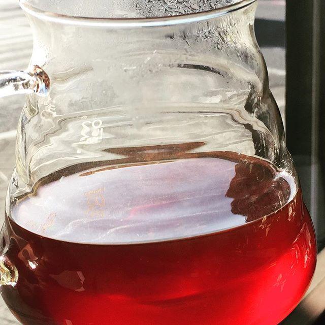 Good morning Pour over したてのKenya!!まるでコーヒーチェリーに戻ってしまったかのような色合いですね!Elska+heart coffeeは、豆の収穫から抽出に至る全ての工程を大事にした一杯をいつでもお出し致しております。♪♪Have a nice day ♪♪#elskaheartcoffee #specialitycoffee #pourover #espresso #kenya #coffeecherry - from Instagram