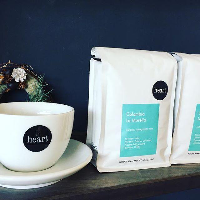 おはようございます🌞先日、入荷致しました販売用の豆が、残すところコロンビア2袋のみとなりました。購入ご希望のお客様はお早めにどうぞ#elskaheartcoffee #espresso #specialitycoffee #heartcoffee #pourover #colombia - from Instagram