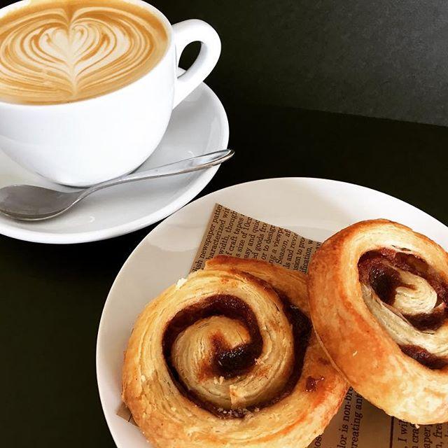 Morning 🌞シナモンロール入荷しました!ブラックはもちろん、#cuppccino との相性がバツグンなのです ♪お試しあれ#elskaheartcoffee #espresso #specialitycoffee #pourover #aeropress #sinamonroll - from Instagram