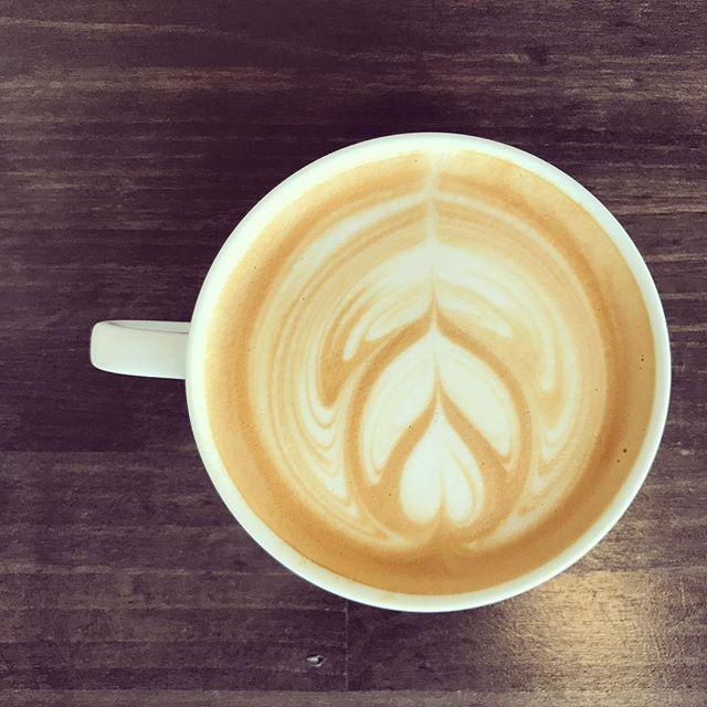 本日も営業しております!!肌寒いので温かい#latte 、#pourover おすすめです!!#ethiopia Gedeb.nano challaと2種類のethiopiaがあるので是非楽しんでください^_^#elskaheartcoffee #宇都宮 #宇都宮カフェ #coffee #coffeeshop #heartcoffee - from Instagram