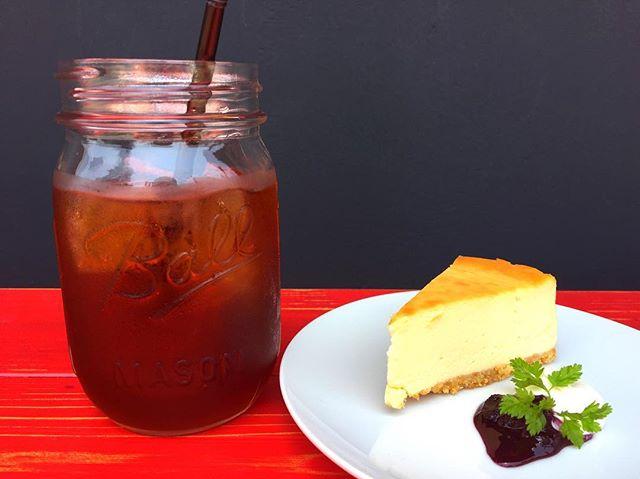 Hello 😀本日のおすすめは、NYチーズケーキ水出しコーヒーとの相性もバツグンです!#elskaheartcoffee #espresso #latte #pourover #specialitycoffee #宇都宮カフェ #宇都宮 #栃木カフェ #チーズケーキ - from Instagram