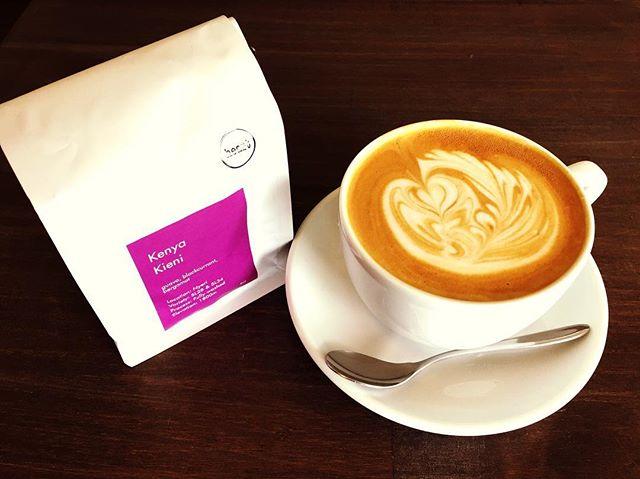 Good morning 😀本日のエスプレッソはケニアでございます!ケニアならではの芳醇で複雑な香味、質の高い酸味をお楽しみ下さい♪※スコーン4個セットご購入で、お好きなドリンク1杯サービス実施中です!※#elskaheartcoffee #latte #espresso #scone #specialitycoffee #pourover #handdrip #宇都宮カフェ #栃木カフェ #コーヒー好き #スペシャルティコーヒー #コーヒータイム - from Instagram