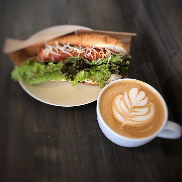 おはようございます!生憎の雨ですが、Elskaは本日も営業しております!美味しいコーヒーを淹れてお待ちしております#latte #pourover #coffee #elskaheartcoffee #takeout #togo #espresso #カフェ #コーヒー #coffeeshop #coffeelover - from Instagram
